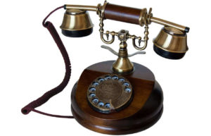 Retro Telefon aus Holz mit Wählscheibe